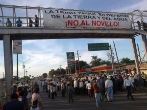 Bloqueo de la carretera internacional en Vícam ante la inauguración ilegal del acueducto Independencia